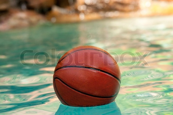 7064728-basketball-in-pool